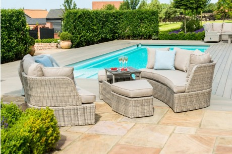 Maze Rattan Cotswolds Garden Sofa & Daybed