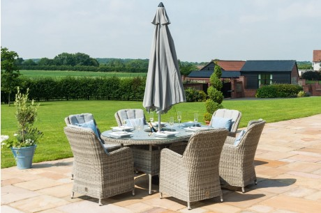 Maze Rattan Oxford 6 Seat Oval Ice Bucket Dining Set with Venice Chairs and Lazy Susan With a Parasol