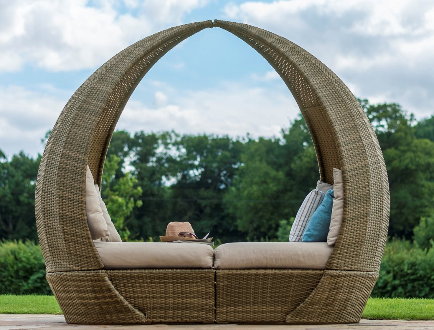 Maze Rattan Oxford Tulip Garden Furniture Daybed   Image 1 ...