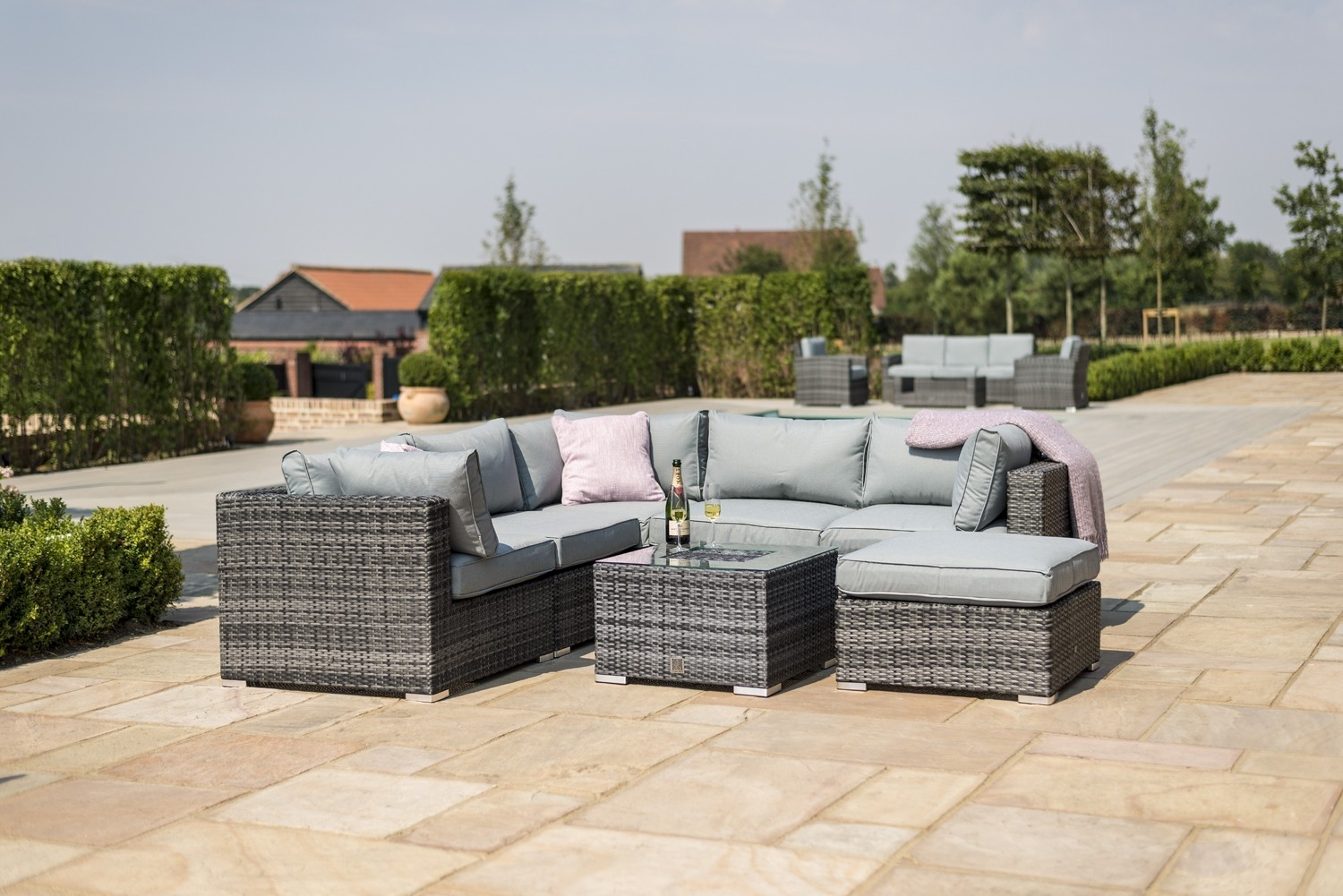 Maze Rattan London Corner Group With Armchair And Ice Bucket